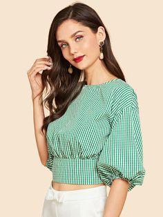 Blusa cruzada con estampado de rayas de cuello con cordón | SHEIN ES Dress Neck Designs, Blouse Designs, Frock Fashion, Fashion Outfits, Moda Junior, Stitching Dresses, Fancy Tops, Crop Top Outfits, Wrap Blouse