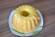 Další citronová bábovka. Tentokrát s jogurtem. Rychlý recept. Vareni.cz - recepty, tipy a články o vaření. Czech Desserts, Bunt Cakes, Czech Recipes, Croissant, Bellisima, Doughnut, Sweet Recipes, Sweet Treats, Easy Meals
