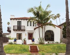 Restoration of 1928 Spanish House - The 1928 Spanish Revival home was remarkably intact, with its original red tiled roof, balconies, t - Spanish Exterior, Mediterranean Homes Exterior, Mediterranean Home Decor, Tuscan Homes, Spanish Revival Home, Spanish Style Homes, Spanish Colonial, Spanish House Design, Revival Architecture