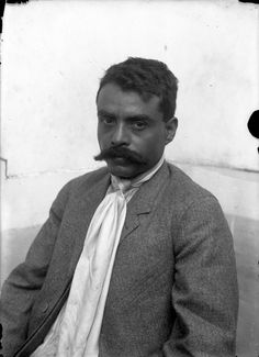 Antonio Garduño (atribuido), Emiliano Zapata, Ciudad de México, ca.1914, Impresión contemporánea, © 6341 CONACULTA. INAH. SINAFO. FN. MÉXICO. Fondo Archivo Casasola.