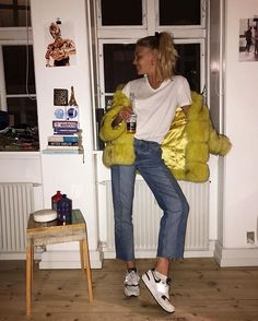 This yellow fur @hafniumcopenhagen