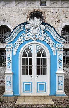 MAISON de BALLARD: When One Door Closes... Beautiful Doors From Around the World