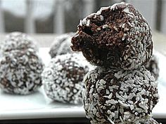 No Bake Chocolate Coconut Balls: Flour, egg, dairy, nut & gluten free #elfrecipecontest www.sugarfreemom.com