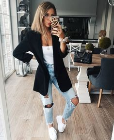 "Giulia Leite - Look Do Dia on Instagram: ""Bom diaaa!!!"" Look Blazer, Get Dressed, Casual, Mom Jeans, Instagram, Pants, Outfits, Inspiration, Dresses"