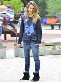 Always pretty Jessica Alba even when she going to the playground for kids