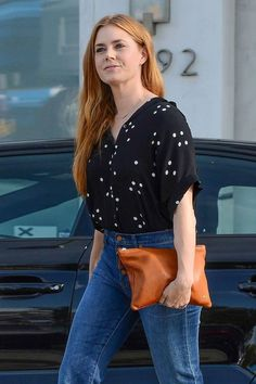 Amy Adams in Jeans - Los Angeles 2016 Drop Dead Gorgeous, Cabelo Amy Adams, Amy Adams Enchanted, Amy Adams Style, Perfect Redhead, Redhead Fashion, Sweater Layering, Hollywood, Fast Fashion
