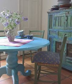 5 Qualified Tips AND Tricks: Shabby Chic Modern shabby chic porch potting tables.Shabby Chic Living Room Boho shabby chic office vintage homes.Shabby Chic Diy Home. Shabby Chic Dining, Shabby Chic Living Room, Shabby Chic Interiors, Shabby Chic Kitchen, Shabby Chic Homes, Shabby Chic Furniture, Painted Furniture, Blue Interiors, Country Kitchen