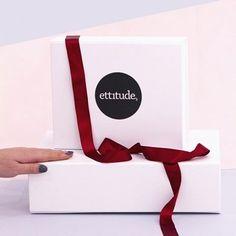 Holiday gift Boxes :kissing_heart: #sleepwithettitude  #bed #sleep #homeinspo #model #girl #ethical #bamboo #bedding #homedecor #christmas #giftideas