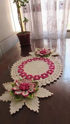 Crochet Placemats, Crochet Table Runner, Crochet Doilies, Crochet Flowers, Filet Crochet Charts, Crochet Diagram, Weaving Patterns, Crochet Christmas Wreath, Noel