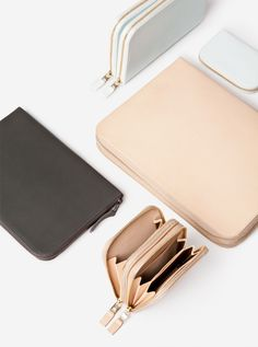 These are the colors of the products. (Black, Tan, White.)