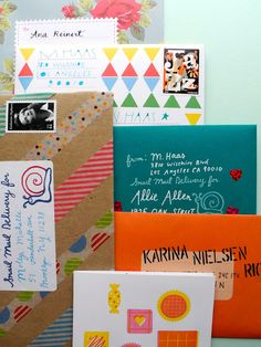 Some examples of gorgeous decorated envelopes for that make snail mail even better to receive! Pen And Paper, Diy Paper, Paper Crafts, Kraft Paper, Diy Envelope, Envelope Addressing, Envelope Lettering, Fun Mail, Going Postal