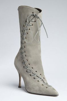 Vintage-inspired lace-up boots