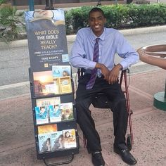 Orlando, Florida - Helping to fulfill Matthew 24:14 by sharing publicly the Good News of God's Kingdom from God's Word the Bible! www.JW.Org Free multi language Bible and downloadable scriptural information.  ~@chris_wakka photo courtesy