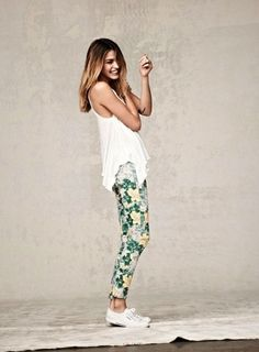 What's your stand on floral pants? Last weekend while shopping for shorts , I noticed tons of girls sporting floral pants and while I w. Floral Print Pants, Floral Jeans, Printed Pants, Patterned Pants, Floral Leggings, Floral Prints, Colored Pants, Looks Style, Style Me