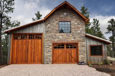 metal building houses Examples of metal buildings using various metal panel systems to create modern, traditional, or rustic designs on residential, commercial & agricultural builds. Pole Barn Garage, Pole Barn Homes, Rv Garage, Garage Storage, Garage Exterior, Rustic Exterior, Garage Workbench, Pole Barns, Garage Plans