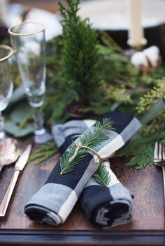 Simple rustic Christmas table decor - twine and pine sprig napkin rings - beautiful! Christmas Table Settings, Christmas Tablescapes, Christmas Table Decorations, Decoration Table, Holiday Tablescape, Table Centerpieces, Christmas Place Setting, Desk Decorations, Wedding Decorations