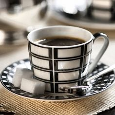 Boa Tarde sexta - feira!!! #cafezinho #linhaguarani #temqueter #vocemerece #receberbem #tableware #vestiramesa #estampasexclusivas #listadecasamento. www.taniabulhoes.com.br