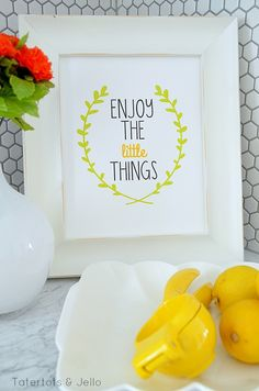 Three FREE Enjoy the Little Things Printables at Tatertots and Jello. It always a good to remind ourselves to enjoy the little things. Printable Art, Free Printables, Printable Designs, Printable Quotes, Craft Projects, Projects To Try, Do It Yourself Inspiration, Journal Inspiration, Diy And Crafts