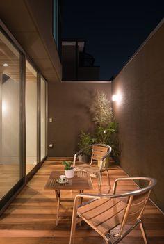 49 apartment balcony decor ideas maximizing tiny terrace for relaxing zone 5 « housemoes Small Balcony Design, Small Balcony Decor, Patio Design, Garden Design, Outdoor Balcony, Backyard Designs, Apartment Balcony Decorating, Apartment Balconies, Small Patio Ideas On A Budget