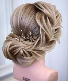 Trending Hairstyles 2019 - Long Hairstyles Art - EveSteps in 2020 Face Shape Hairstyles, Curled Hairstyles, Cool Hairstyles, Hair Dos For Wedding, Bridal Hair, Boho Wedding, Medium Hair Styles, Long Hair Styles, Bun Styles
