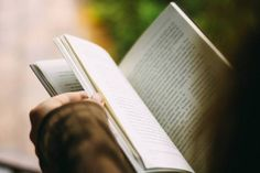 Looking for good books to read? This reading list shares the best self-help books of all-time and other book recommendations. E Learning, Learning French, Learning Styles, Good Books, Books To Read, My Books, Music Books, Les Accents, Self Publishing