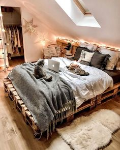 20 tips will help you improve the environment in your bedroom photo credit decoration salon decoration interieur maison Dream Rooms, Dream Bedroom, Room Ideas Bedroom, Bedroom Decor, Modern Bedroom, Winter Bedroom, Aesthetic Room Decor, Cozy Room, My New Room