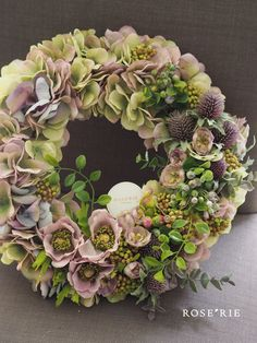Pretty wreath! Wreaths And Garlands, Holiday Wreaths, Estilo Shabby Chic, Decoration Inspiration, Funeral Flowers, Diy Wreath, Wreath Ideas, Summer Wreath, Dried Flowers