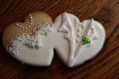 two connected hearts decorated as bride and groom outfits Fancy Cookies, Heart Cookies, Iced Cookies, Cute Cookies, Royal Icing Cookies, Sugar Cookies, Wedding Shower Cookies, Wedding Cake Cookies, Cupcakes