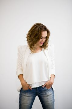 Blazer off-white da Zara. Blusinha off-white da Hollister, calça Jeans Calkin Klein. #GW10_30 #10peças30looks #consultoriadeimagem #imagem #moda #fashion #estilocontemporâneo #officelook #lookfeminno #lookbranco http://www.giwestphal.com