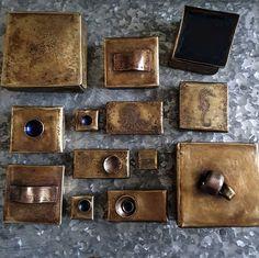 Seppä on himppusen innostunut nakuttelemaan pieniä messinkirasioita. Maaliskuussa tehdyissä salaisuusrasioissa on jokaisessa yönsinistä emalia. Mikä näistä on sun suosikki ja mitä väriä haluaisit huhtikuun salaisuusrasioihin? . . . #messinkirasia #uniikkituote #salaisuusrasia #jotainsinistä #suomalaistakäsityötä #maaliskuu #brassbox #uniqueproduct #secretbox #somethingblue #march #finnishdesign #handmadeinfinland #designer #jewelrysmith #koruseppä #anuek  #anuekdesign #kerava Money Clip, Money Clips