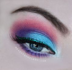 A look perfect for a party, or barbeque! Check out the full list of products used on my blog: www.MakeupbyHilary.com