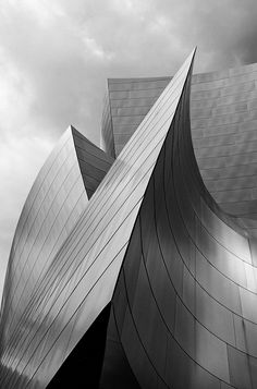 Frank O. Gehry - Walt Disney concert hall, Los Angeles. / Google
