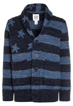 ¡Consigue este tipo de chaqueta de punto de Gap ahora! Haz clic para ver los detalles. Envíos gratis a toda España. GAP FLAG Chaqueta de punto elysian blue: GAP FLAG Chaqueta de punto elysian blue Ropa   | Material exterior: 80% algodón, 20% poliéster | Ropa ¡Haz tu pedido   y disfruta de gastos de enví-o gratuitos! (chaqueta de punto, lana, wool-blend, tweed, knitted, cotton, knit, knits, stitch, cashmere, knitwear, strickjacke, chamarra tejida, veste au tricot, giacca lavorata a magl...
