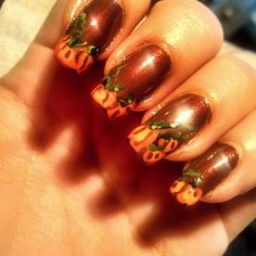 Pin for Later: 101 schaurig-schöne Halloween Nageldesigns Halloween Manikür-Ideen Quelle: Instagram user hkc2