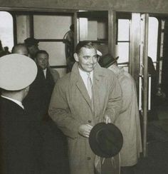 1948: Gable delays departure of the Queen Mary by 18 minutes while he said goodbye to a special friend.