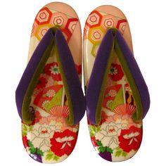 Japanese sandals, to put on when you wear Kimono Ethnic Fashion, Kimono Fashion, Traditional Kimono, Summer Kimono, Wooden Clogs, Japanese Outfits, Hair Ornaments, Yukata, Japanese Kimono