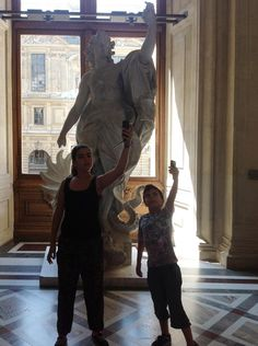 """@MuseeLouvre: ""@Mirroque: #creaMw #MuseumSelfies Taking selfies at @MuseeLouvre http://twitter.com/Mirroque/status/449945317736054785/photo/1pic.twitter.com/rQxtObqTVH  pic.twitter.com/L7AWVPCdLr"""" nice!"