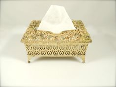 VINTAGE SMALL ORNATE FLORAL GOLD ORMOLU FOOTED TISSUE HOLDER VANITY BOX