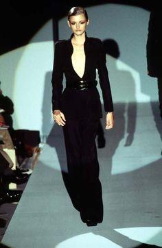 Gucci by Tom Ford, Fall 1996. Consejos De Moda Para Mujeres, Alta Costura 3cc30ce74f