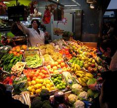 Frutería en el mercado de la Ribera
