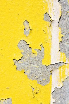 This image represents texture because the yellow paint is peeling off and its easy to imagine what the peeling paint feels like Shades Of Yellow, Grey Yellow, Mellow Yellow, Yellow Art, Yellow Fabric, Color Yellow, Textures Patterns, Color Patterns, Art Grunge