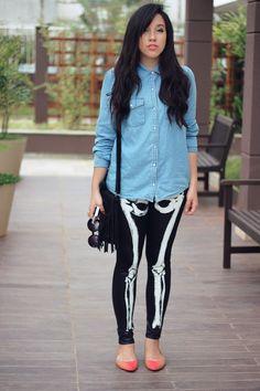 Look: legging esqueleto *** Legging esqueleto da KING55 | Camisa Jeans Topshop | Sapatilha Tatiana Loureiro | Bolsa  Encanto dos pés