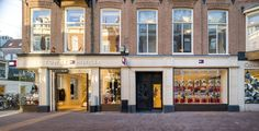 rpa:group's Interior Architecture division has designed Tommy Hilfiger's re-opened premium concept store on Amsterdam's Hoofstraat. Tommy Hilfiger Store, Tommy Hilfiger Fashion, Light Oak Floors, Nike Retail, Art Deco Period, Herringbone Pattern, Wall Treatments, Aesthetic Clothes, Interior Architecture