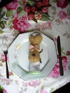 carinha de coelho em feltro com fita cetim para amarrar,lindo para decorar seu almoço de pascoa. R$ 9,50