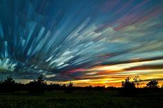 加拿大攝影師Matt Molloy利用延時攝影和照片疊加所拍攝下的天空