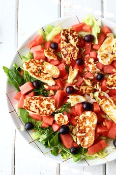 Fruit Salad, Cobb Salad, Halloumi, Salad Recipes, Easy Meals, Food, Drinks, Red Peppers, Drinking