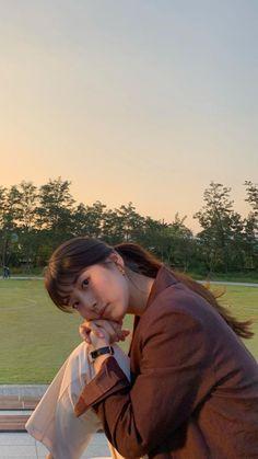 Poses For Pictures, Picture Poses, Korean Star, Korean Girl, Christmas Party Backdrop, Sungjae And Joy, Chibi Wallpaper, Korean Drama Movies, Joo Hyuk