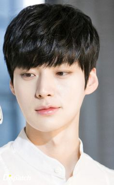 cr. to my hyeon Ahn Jae Hyeon for Clarisonic