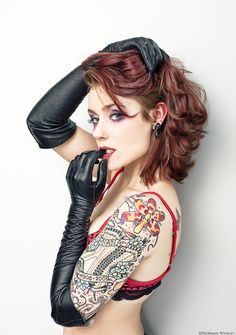 Gloves and Tattoo Pin Up Tattoos, Sexy Tattoos, Tattoos For Women, Tattooed Women, Tatoos, Moda Formal, Leg Sleeve Tattoo, Gloves Fashion, Black Leather Gloves