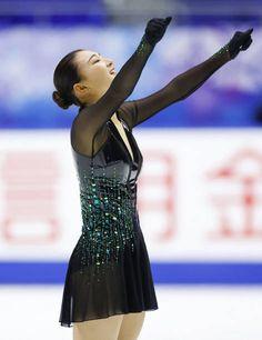 Women Figure, Ladies Figure, Roller Skating, Figure Skating, Sequin Skirt, Stock Photos, Formal Dresses, Lady, Pictures